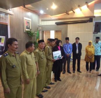 Pemko Banda Aceh, UNICEF dan Katahati Institute serahkan alat pendukung SIPBM online ke 9 Desa Pilot Project